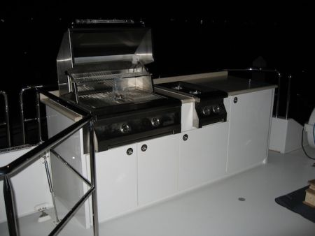 Image of a grill built into custom cabinetry by Dennis Boatworks.