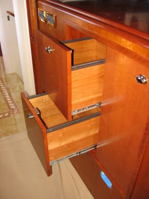 shelving woodwork by Fort Lauderdale carpenter Dennis Boatworks