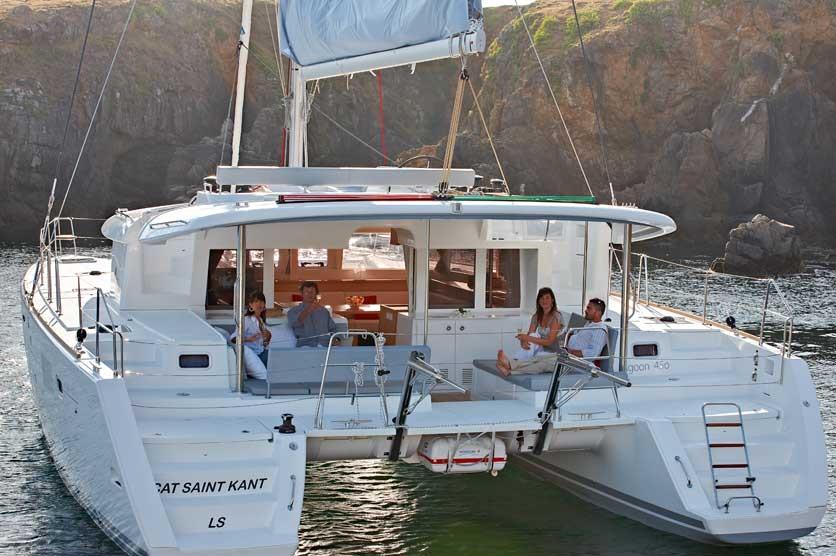 Catamaran-New-Lagoon-450-mooring